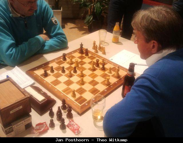 Wit: Kg1, Te1, Te6, Lf4, pi a2, c3, c5, d4, e7, g2, h4; Zwart: Kh8, Te8, Tg4, Ph7, pi a7, b7, c6, d5, g3